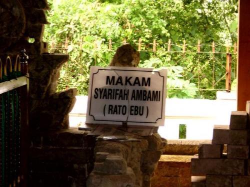 Makam Syarifah Ambami