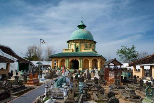 Komplek Makam Para Raja Madura