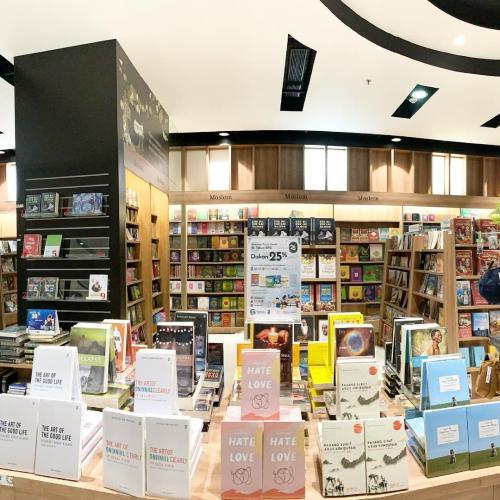 Jalan-jalan ke toko buku Gramedia Central Park (Spesial HUT KPG)